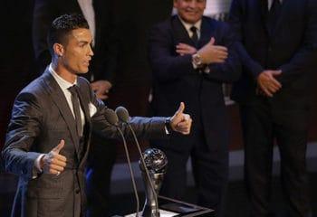 ไม่พลิกโผ โรนัลโด้ คว้ารางวัลผู้เล่นยอดเยี่ยมฟีฟ่า 2017